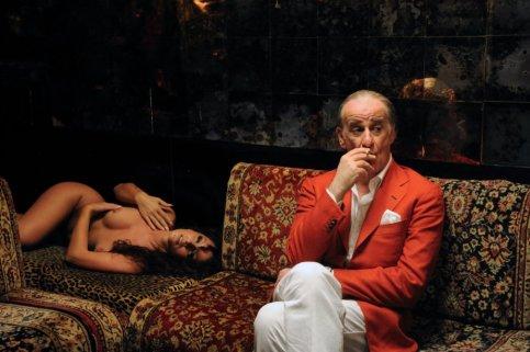 La Grande Bellezza Toni Servillo scena nudo locale spogliarello